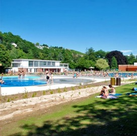 The open air swimming pool tourisme obernai for Restaurant piscine obernai